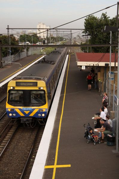 City bound EDI Comeng runs express through West Footscray