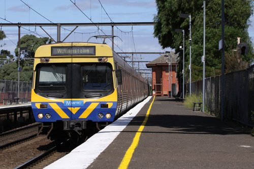 EDI Comeng arrives into South Kensington on a down Williamstown train