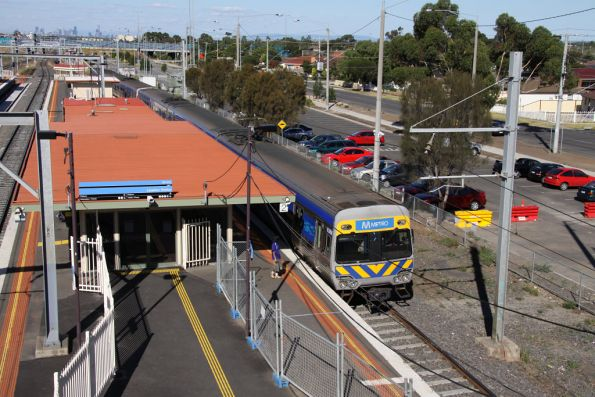 Down Comeng stops for passengers at Laverton