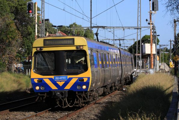 EDI Comeng departs Ascot Vale on the down