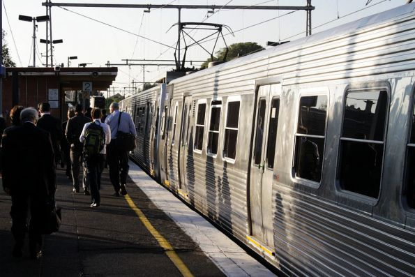 Hitachi drops off afternoon commuters at Ascot Vale