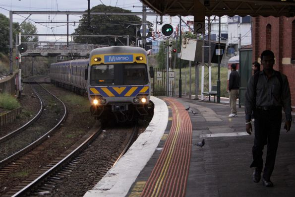 Alstom Comeng bound for Watergardens arrives into Footscray station