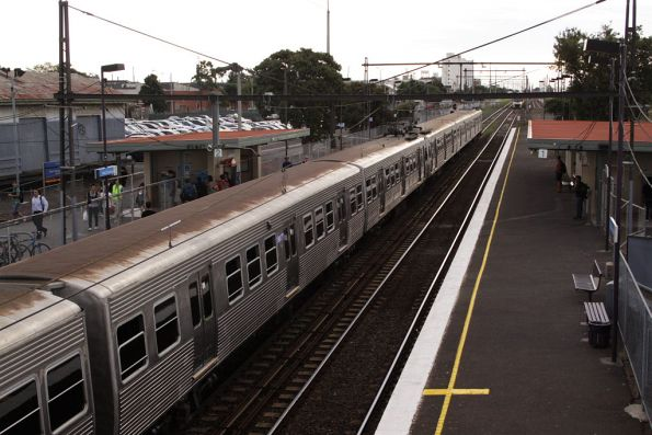 Hitachi with a rusted roof sets down passengers at West Footscray