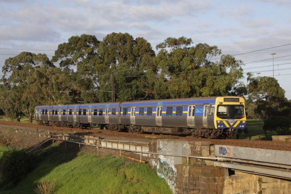 Single EDI Comeng on the up at  Stony Creek, Spotswood