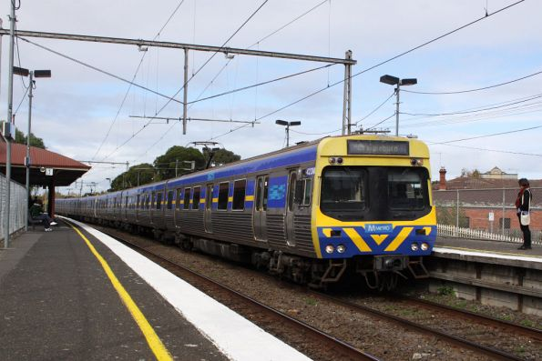 EDI Comeng arrives into Ascot Vale on the down