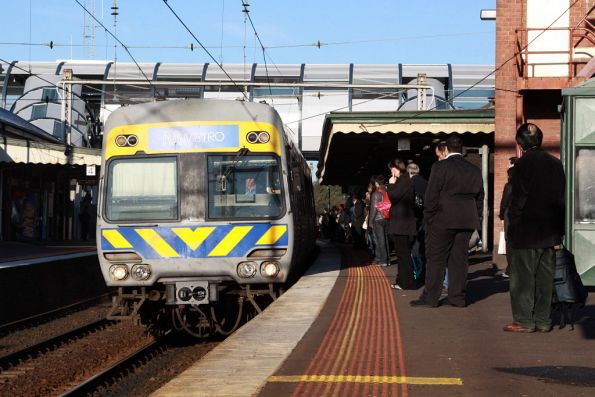 Alstom Comeng arrives into Footscray yet on another city bound service