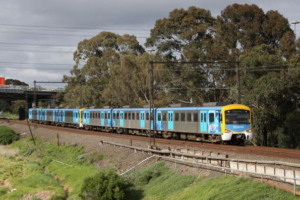 Siemens 761M on the up at Yarraville, with a blue dot in the middle of the 'O'