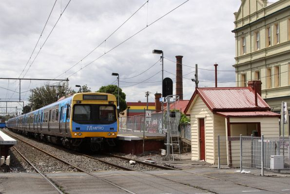 EDI Comeng 422M picks up passengers at Brunswick on the up