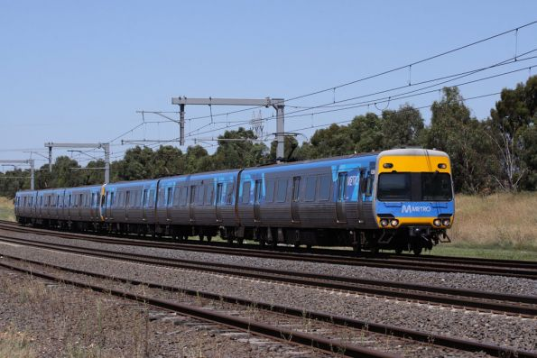 Alstom Comeng 635M on the down between Roxburgh Park and Craigieburn