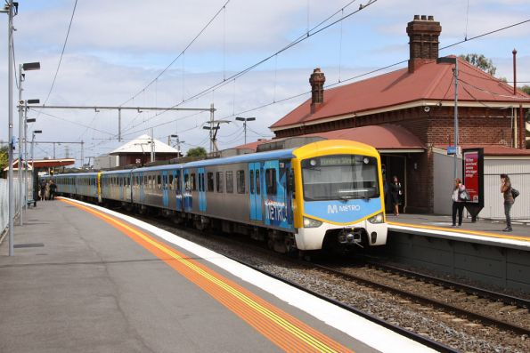 Siemens 772M arrives into Yarraville on the up