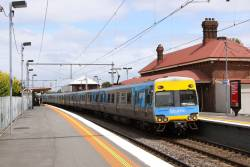 Alstom Comeng 414M arrives into an empty Yarraville station