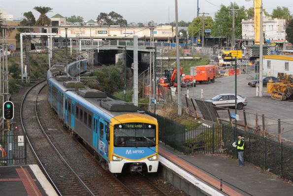 Siemens on the up at Footscray, passing RRL works