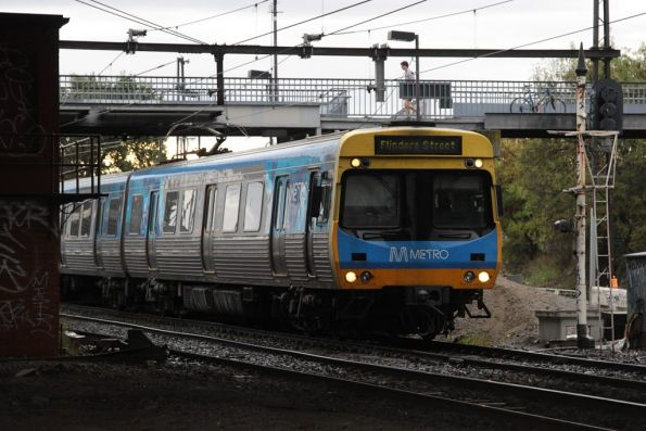 EDI Comeng departs West Footscray station on the up