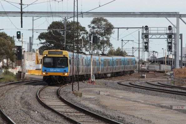 EDI Comeng on the up passes RRL works at Middle Footscray