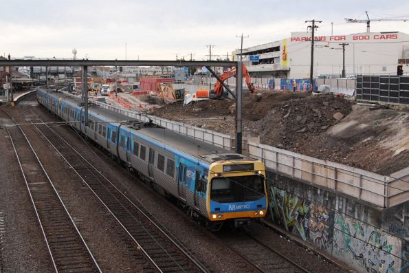 EDI Comeng on the up at Footscray, passing beneath the Hopkins Street bridge