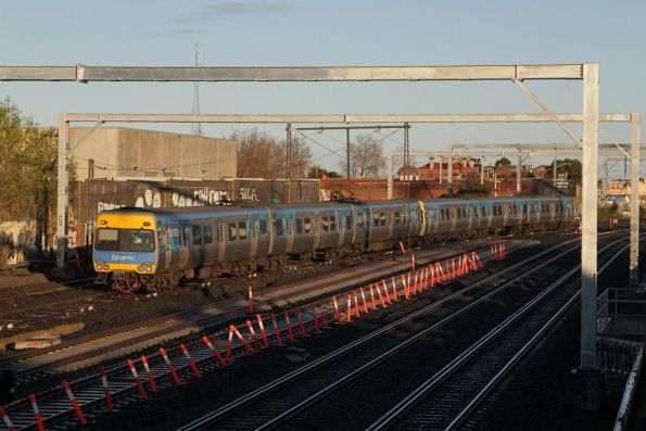Comeng 364M on the up at Middle Footscray