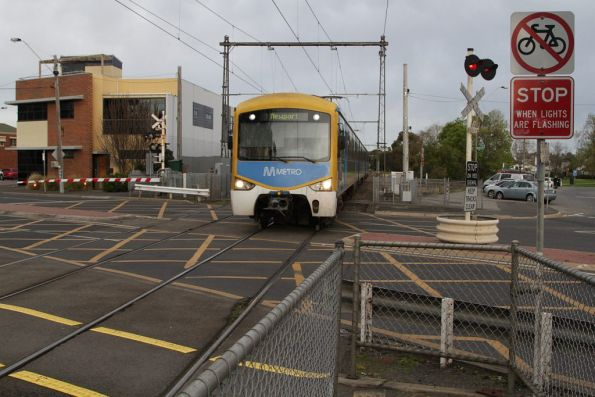 3-car Siemens arrives at North Williamstown station on the up