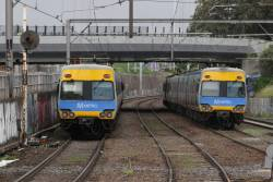 Pair of up trains departs Footscray at the same time