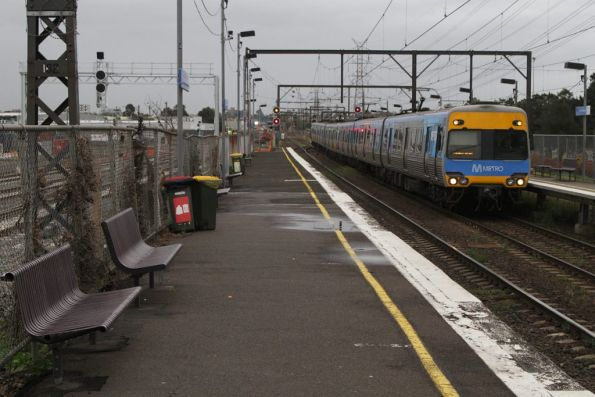 Alstom Comeng on an up Werribee service arrives into South Kensington station