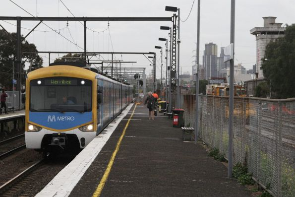 Siemens on a down Werribee service arrives into South Kensington station