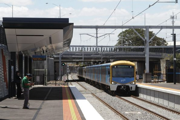 Siemens train arrives into the new platform 2 at Footscray, passing beneath the widened Hopkins Street bridge