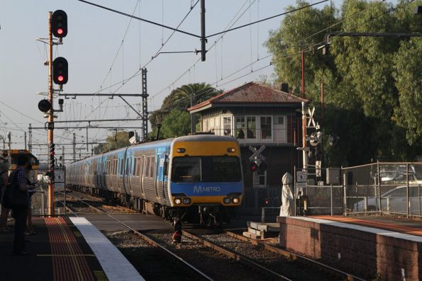 Alstom Comeng arrives into Kensington station on the down