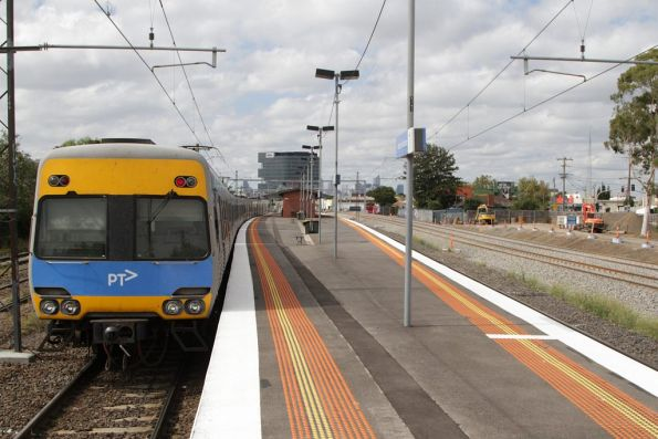 Comeng departs Middle Footscray station on the up