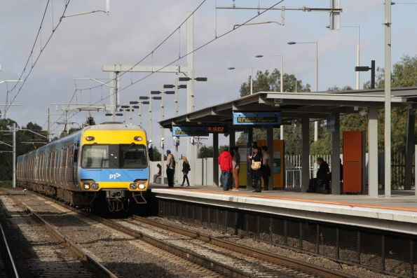 Alstom Comeng arrives into platform 2 at Craigieburn with a terminating service