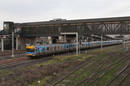 Alstom Comeng 492M departs West Footscray on the up