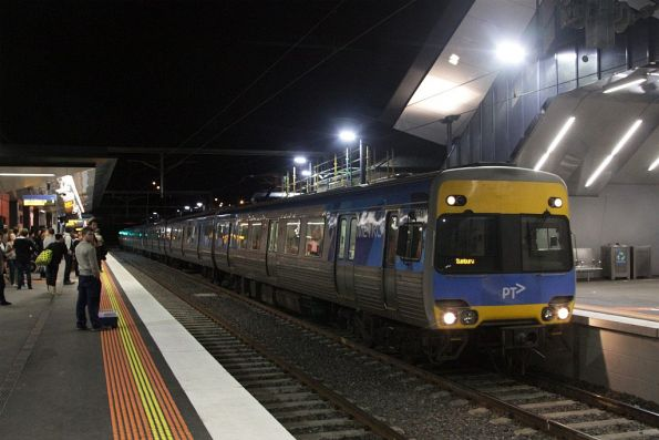 Comeng on a down Sunbury service arrives at Footscray station