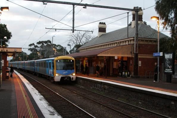 Siemens 797M arrives into Moonee Ponds on a citybound service