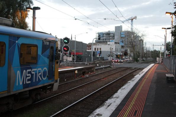 Siemens 797M stops for passengers on the up at Moonee Ponds