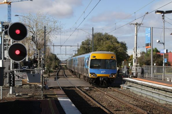 Alstom Comeng arrives into Moonee Ponds station on a down Craigieburn service