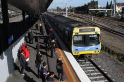 EDI Comeng arrives into West Footscray with an up Sunbury line service