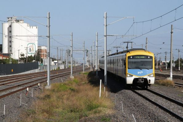 Siemens train arrives into West Footscray with an up Sunbury line service