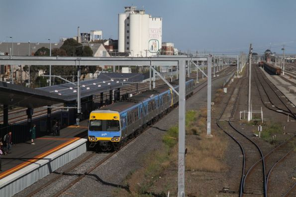 Alstom Comeng arrives into West Footscray with an up Sunbury line service
