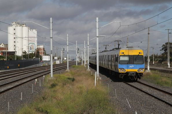 Alstom Comeng arrives into West Footscray with an up service
