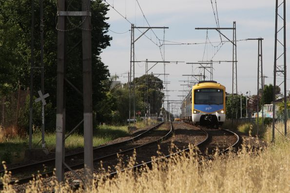 Siemens train arrives into Coburg station on the up