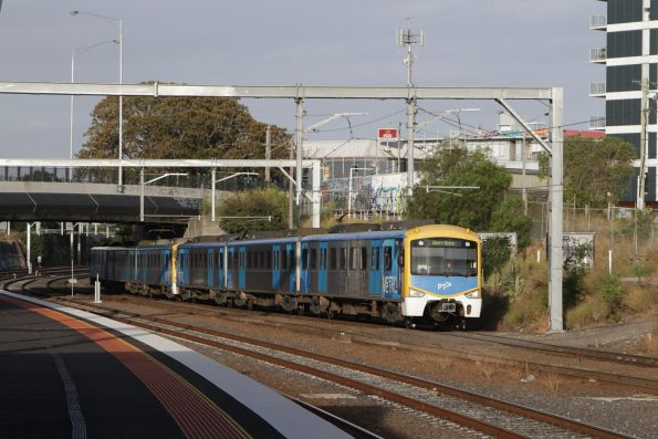 Siemens 719M arrives into Footscray with a down Werribee service