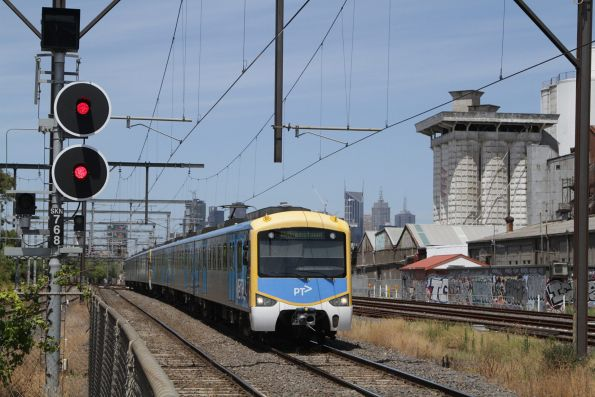 Siemens arrives into South Kensington on a down Williamstown service
