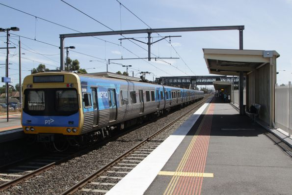 EDI Comeng 390M arrives into Laverton on a down Werribee service