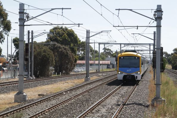 Siemens train arrives into Laverton with an up Werribee service
