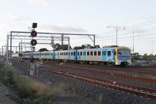 Siemens 837M arrives into Sunshine on the up