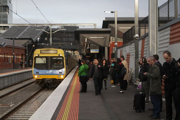 EDI Comeng arrives into Footscray with an up Sunbury service