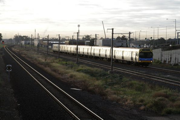 EDI Comeng arrives into Williams Landing on a down Werribee service