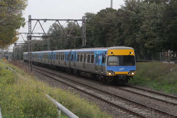 Alstom Comeng 509M on an up Werribee service approaches Seddon