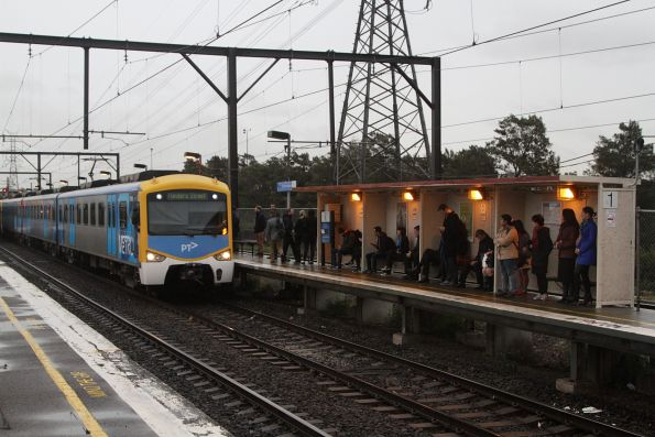 Siemens train arrives into South Kensington with an up Werribee service