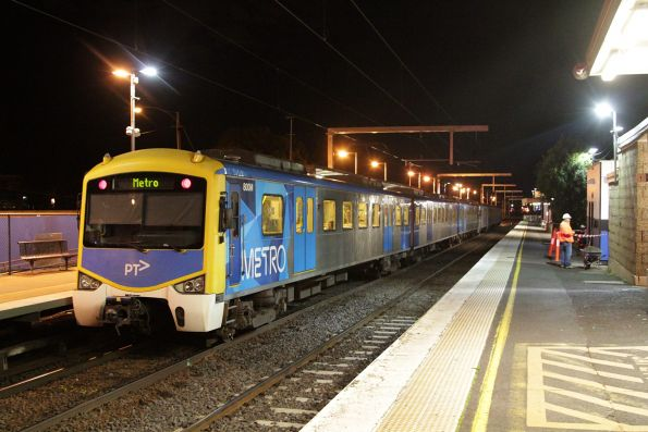 Siemens 800M departs into St Albans on an up Sunbury service