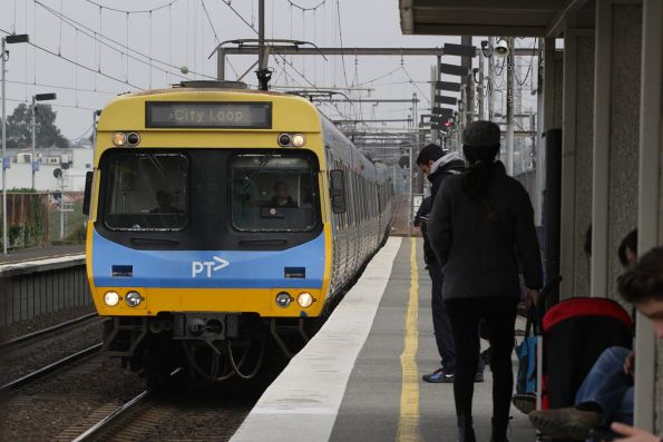 EDI Comeng arrives into South Kensington with a citybound Werribee service
