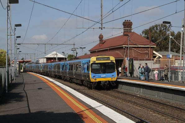 EDI Comeng 387M arrives into Yarraville on an up Werribee service